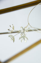 Load image into Gallery viewer, SILVER OUTLINE FRITILLARIA PENDANT