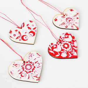 Set of 4 Wooden Decorations - Hearts or Flowers