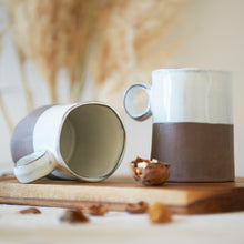 MaTableBOX | Collection GRESSY | Mug en Grès taupe et émail blanc