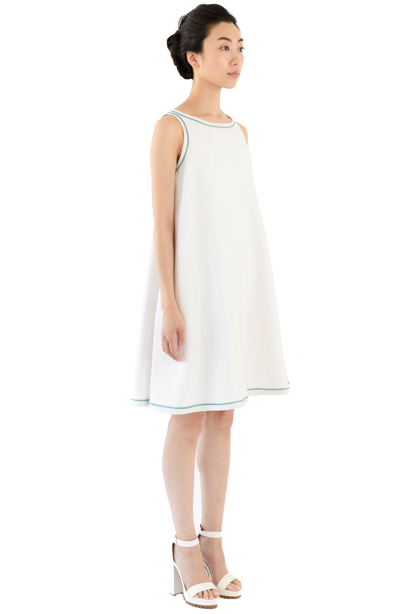 White trapeze dress with keyhole back