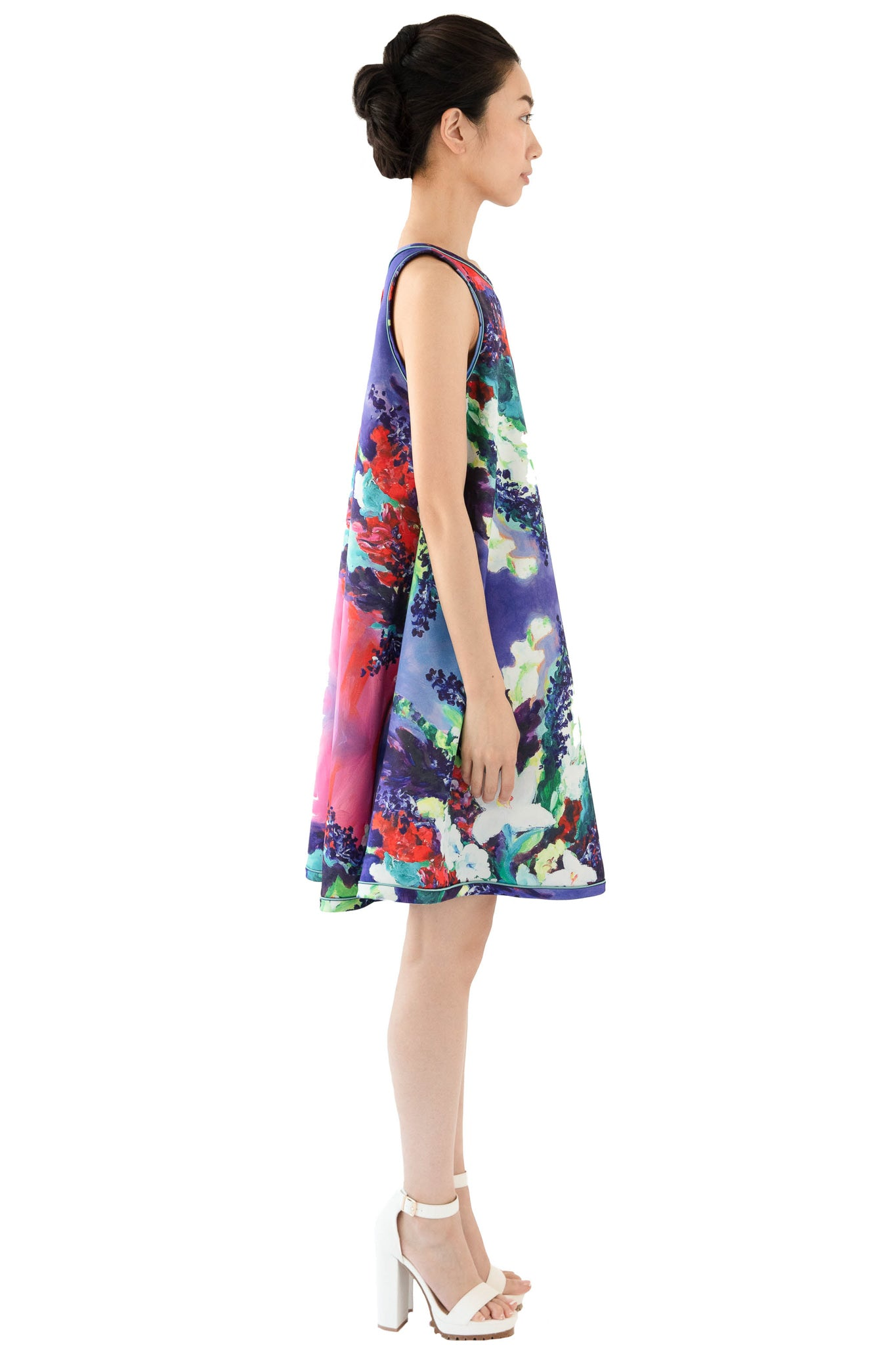 Side profile of sleeveless floral trapeze dress