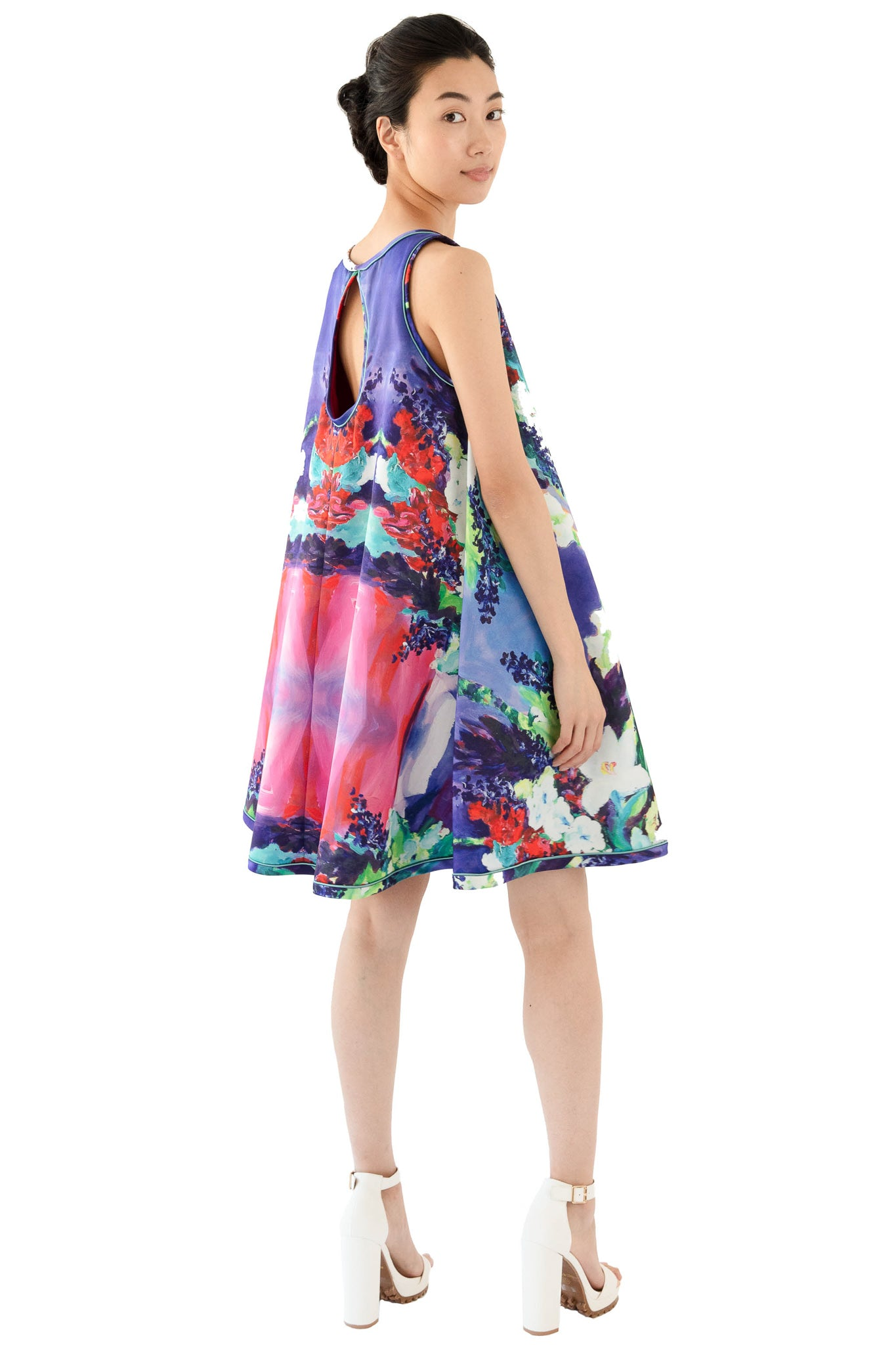 Floral print sleeveless women's trapeze dress