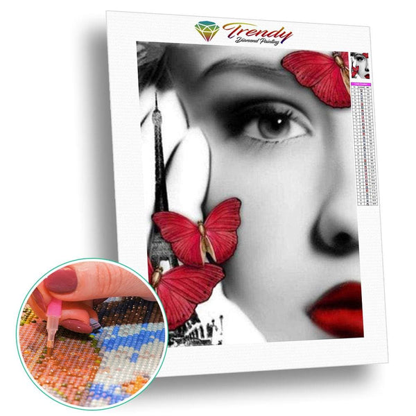 Contraste rouge sur ce visage dange | Diamond painting grand format - Animaux Papillon Portrait Produit