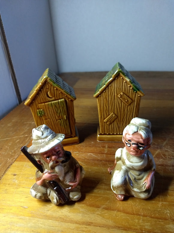 Vintage, Salt pepper shakers, outhouse, hillbillies