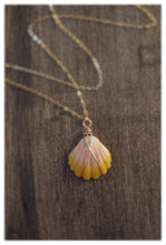 Load image into Gallery viewer, Hawaiian sunrise shell necklace