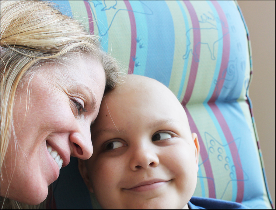 Peyton and Jess Armstrong during chemotherapy infusion