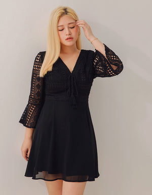 V-Neck Broderie 3/4 Sleeves Flare Dress