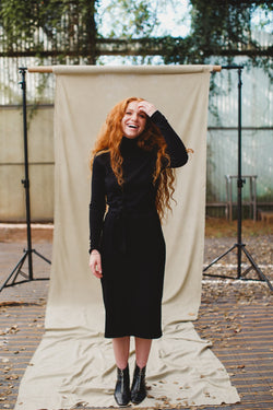 the cotton turtleneck dress שחור