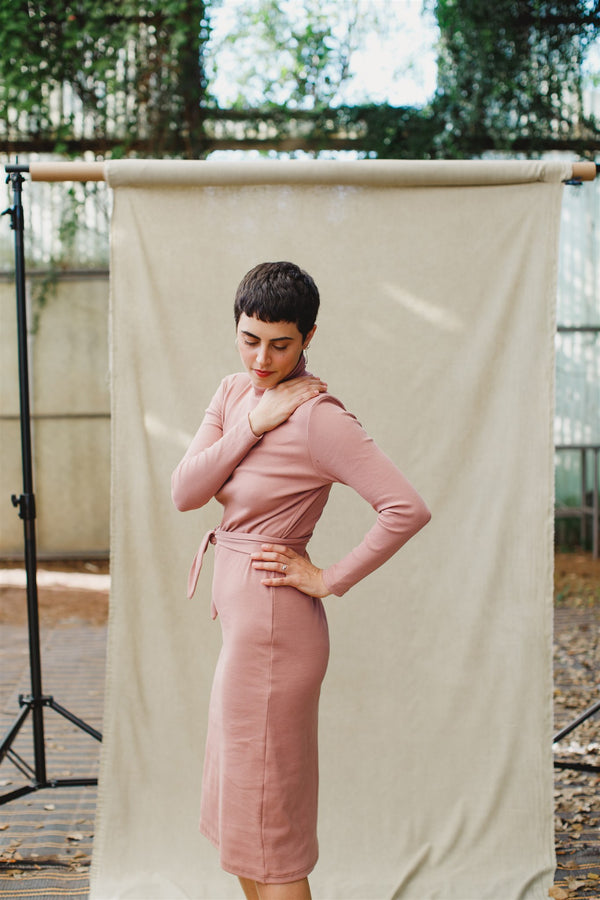 the cotton turtleneck dress ורוד