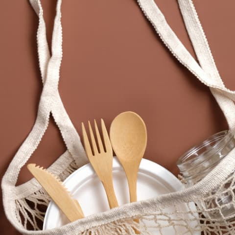 Reusable bag with bamboo cutlery and plate