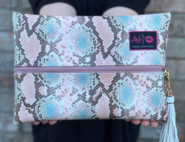 Makeup Junkie Bag - Viper Blush - baby Pink interior *Exclusive