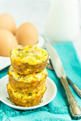 Breakfast muffins with hash brown crust from play.pin.plan