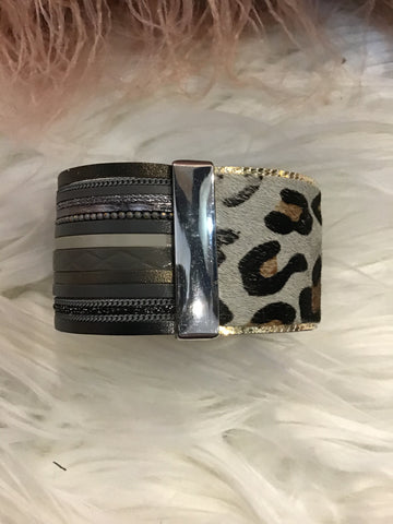 Magnetic Animal Print Bracelet BRCT -  -Kenneth Bell