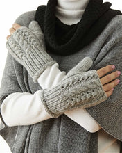 Fancy Knit Short Alpaca Trenza Gauntlets