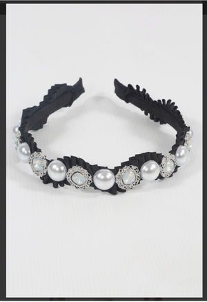 Beautiful Embellished Hairband with Pearls, Diamanté's