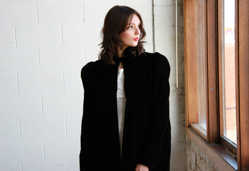 BISOUS, BISOUS / THE MAZZY STAR COAT / Vintage 1940s Black Velvet Opera Coat / Small / Medium
