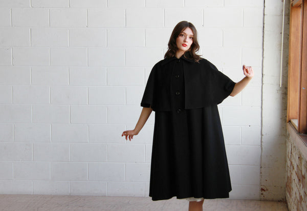 BISOUS, BISOUS / THE MARGUERITE CAPE COAT / Vintage 1970s Black CASA SESENA Cape Coat