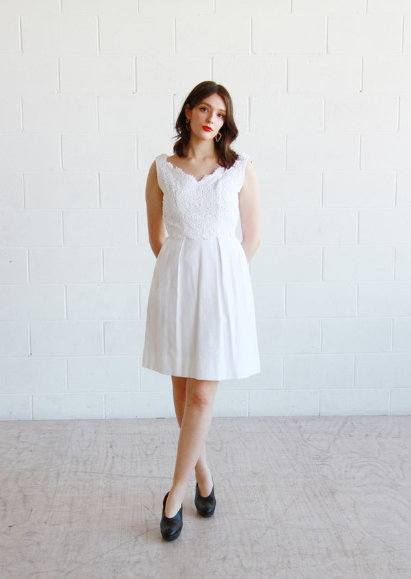 BISOUS, BISOUS / The CECILE Dress / Vintage 1950s Daisy Scalloped Lace Dress / Medium