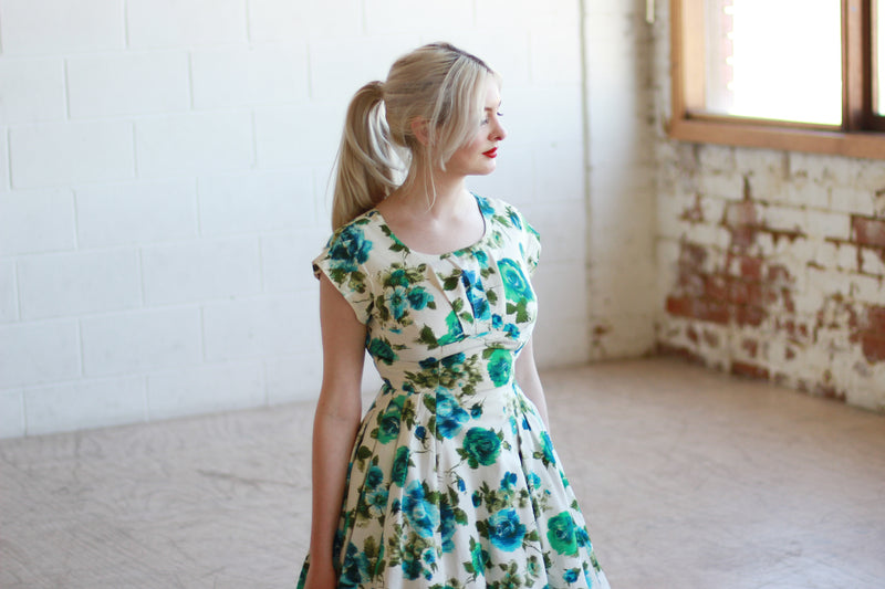 Vintage 1950s Blue Rose Cotton Sundress / XS
