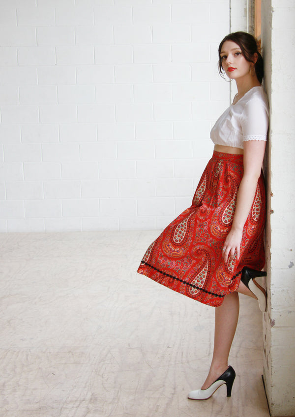 MISS MARPLE / Vintage 1960s Red Paisley Print Cotton Skirt / Small