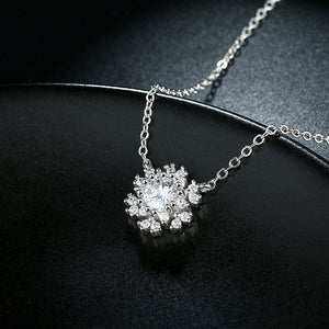 S925 Silver Snowflake Inlaid Stone Necklace