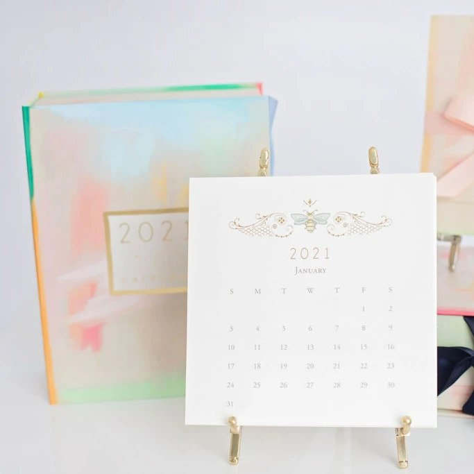2021 (12 Month) Calendar With Gold Easel