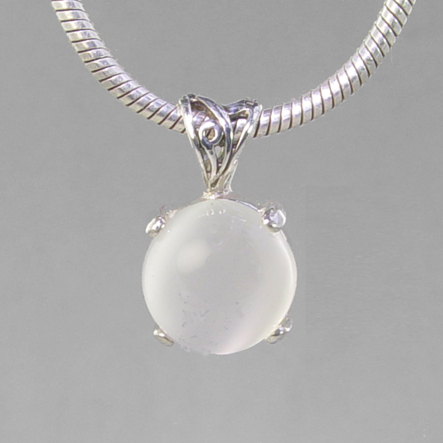 Moonstone 4.7 ct Round Cab Sterling Silver Pendant