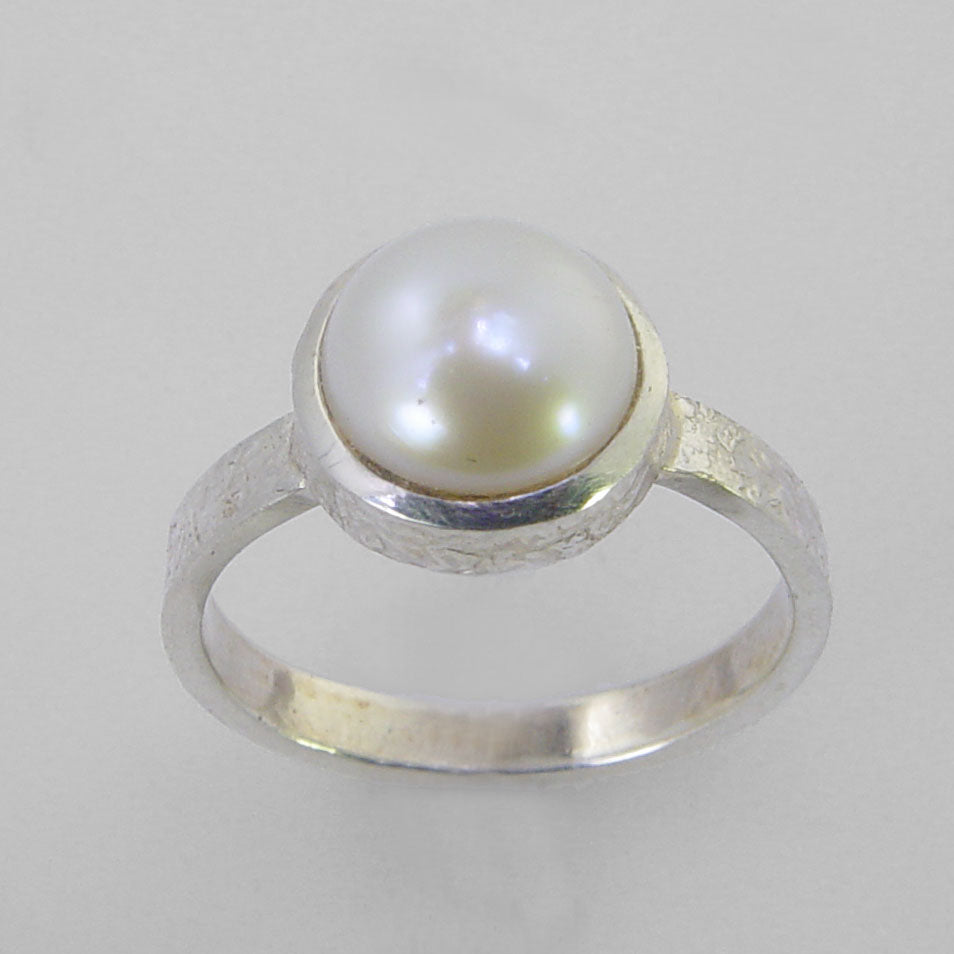 Pearl 2.25 ct Freshwater Pearl Bezel Set Patterned Sterling Silver Shank Ring, Size 6.5