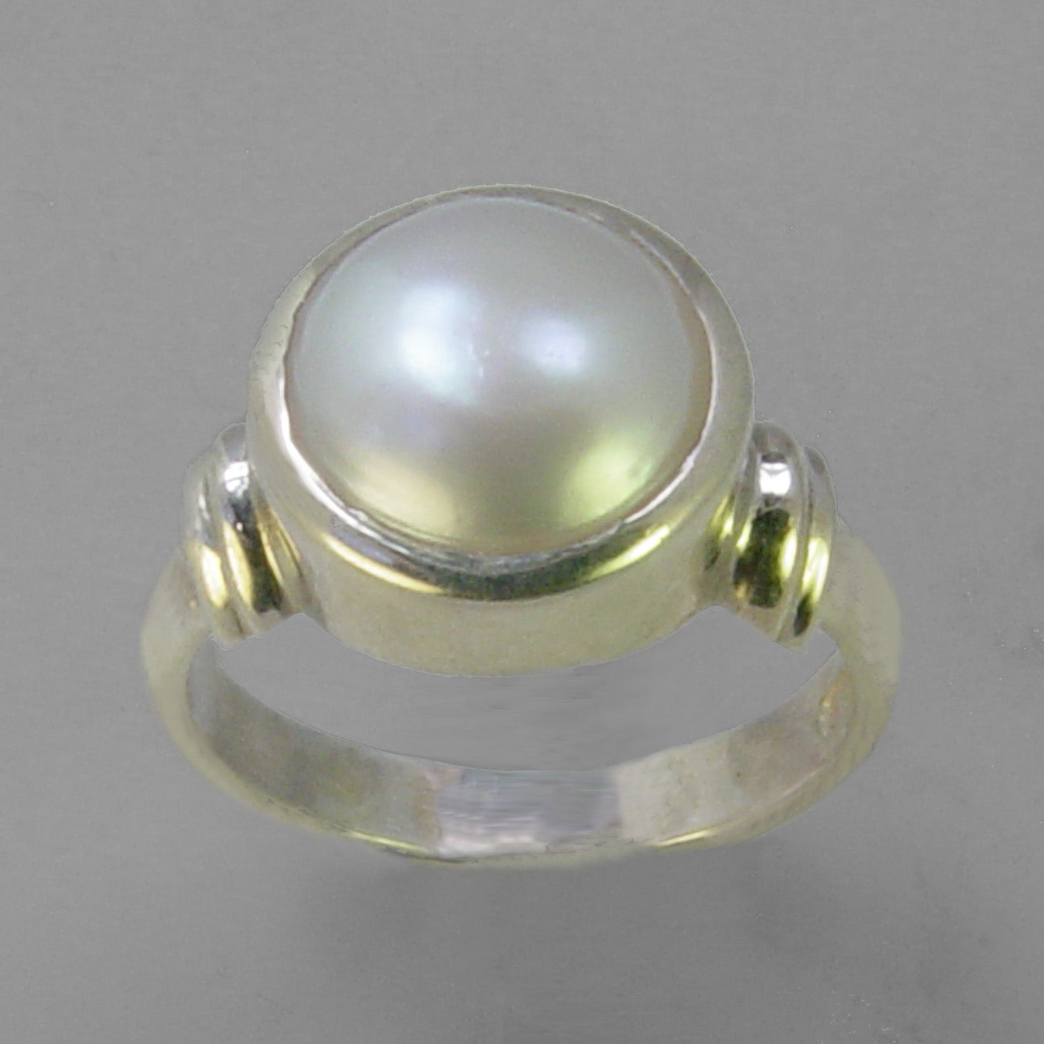 Pearl 7.5 ct Freshwater Pearl Bezel Set Shoulder Shank Sterling Silver Ring, Size 6