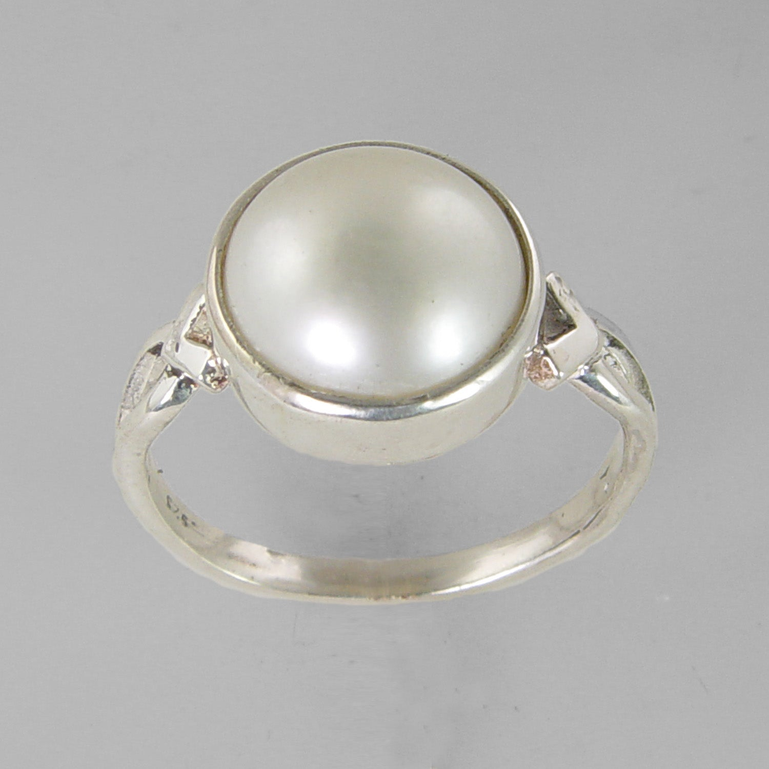Pearl 8.5 ct Freshwater Pearl V Shank Sterling Silver Ring, Size 9