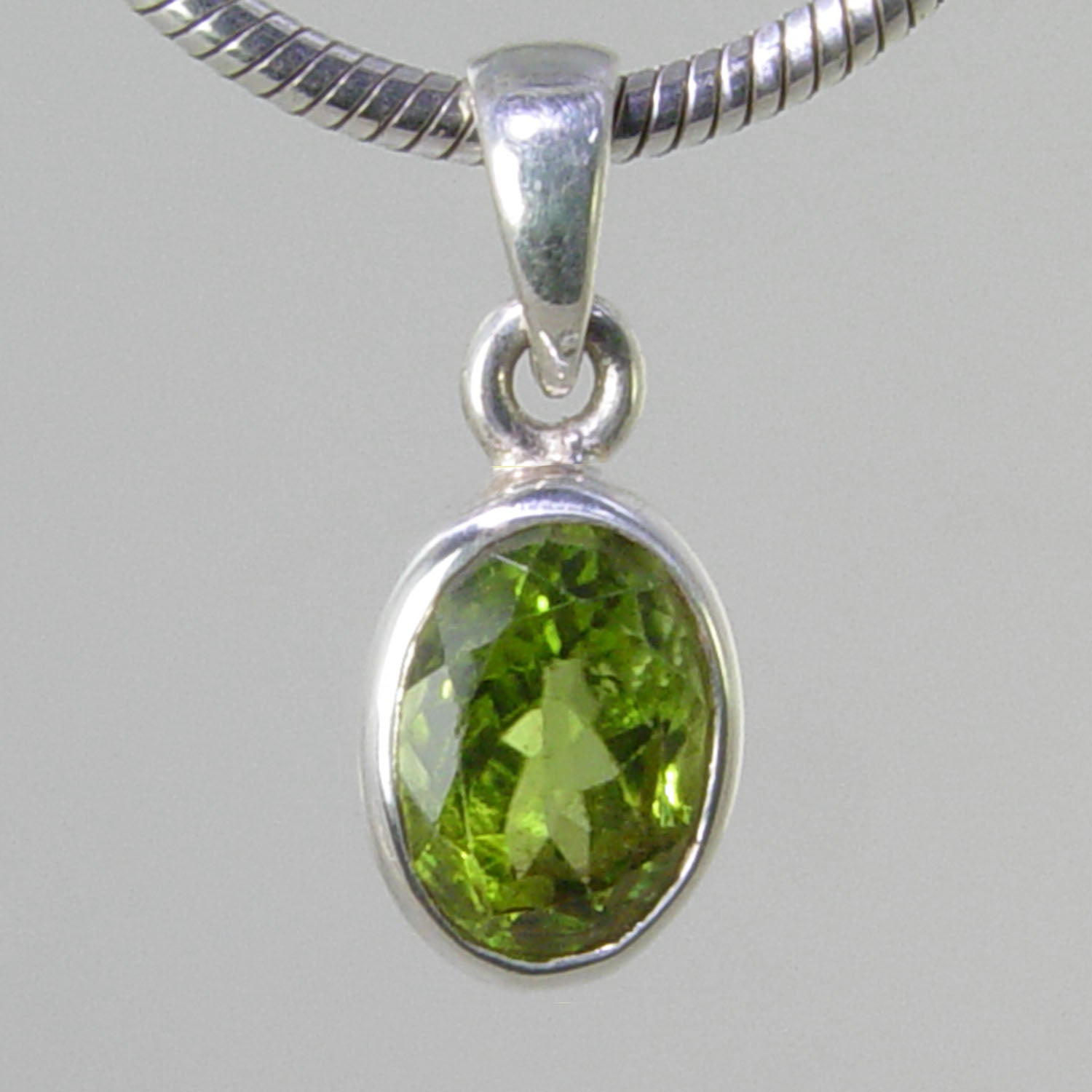Peridot 2.8 ct Faceted Oval Bezel Set Sterling Silver Pendant