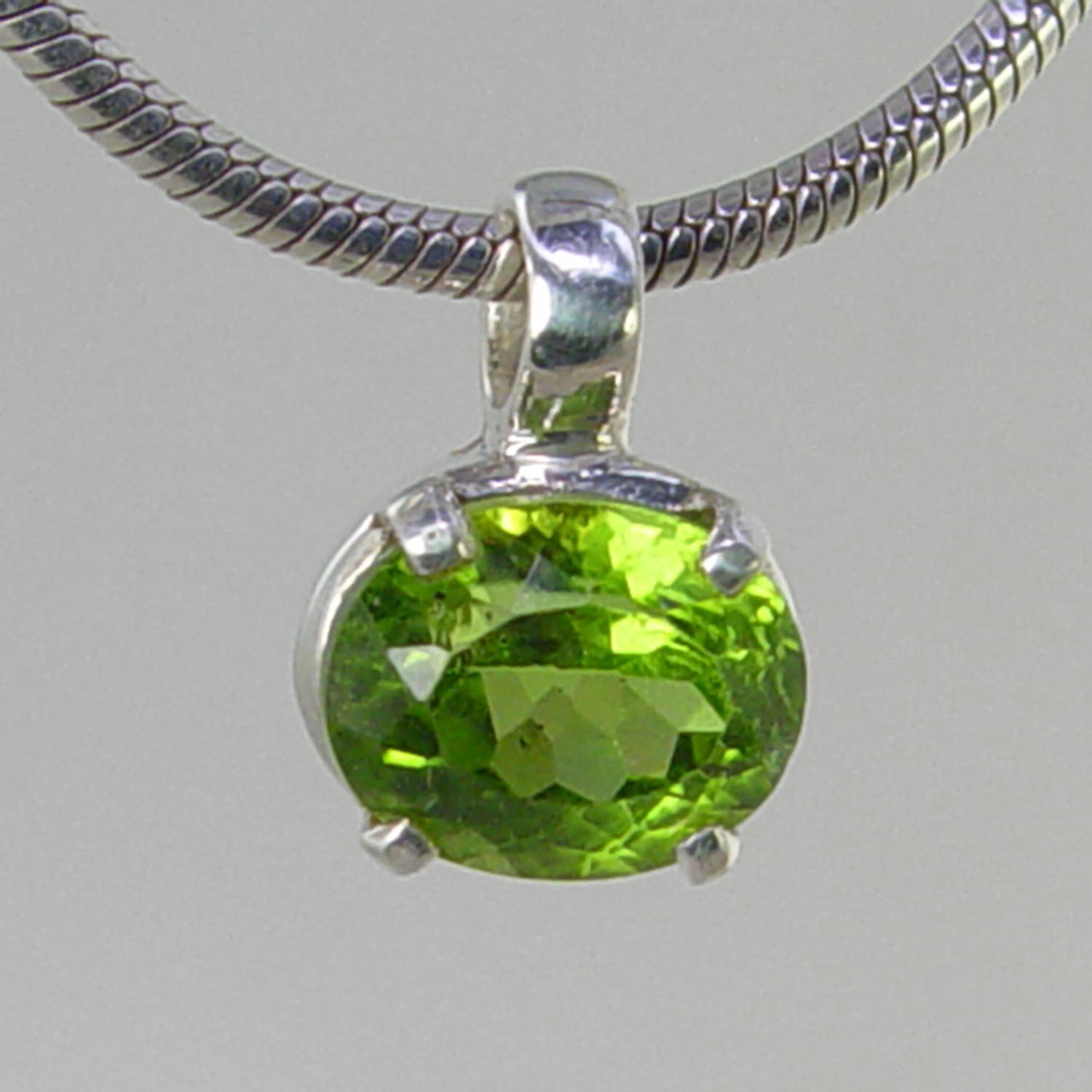 Peridot 3.9 ct Faceted Oval Horizontal Prong Set Sterling Silver Pendant