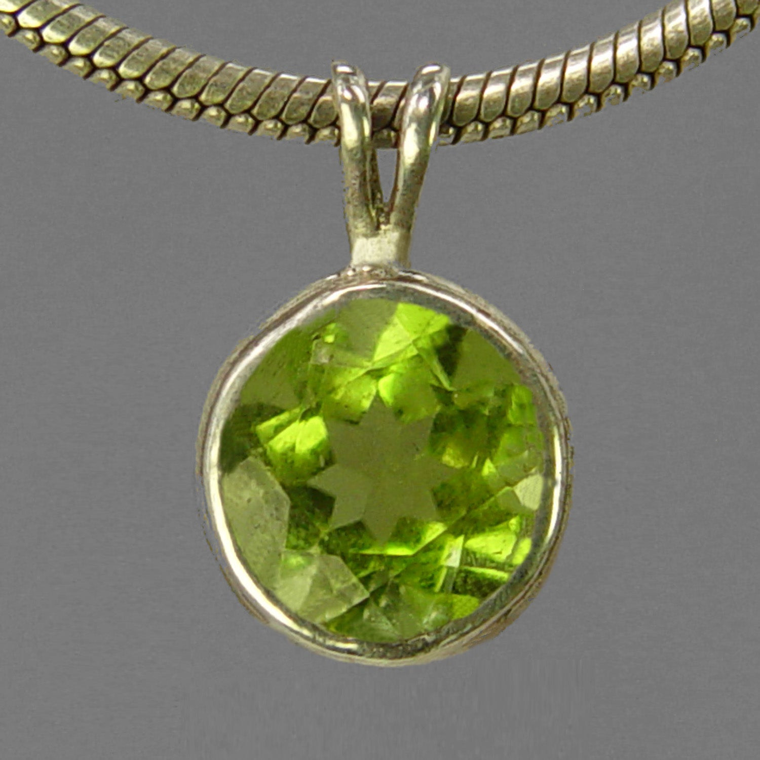 Peridot 3.2 ct Faceted Round Bezel Set Sterling Silver Pendant
