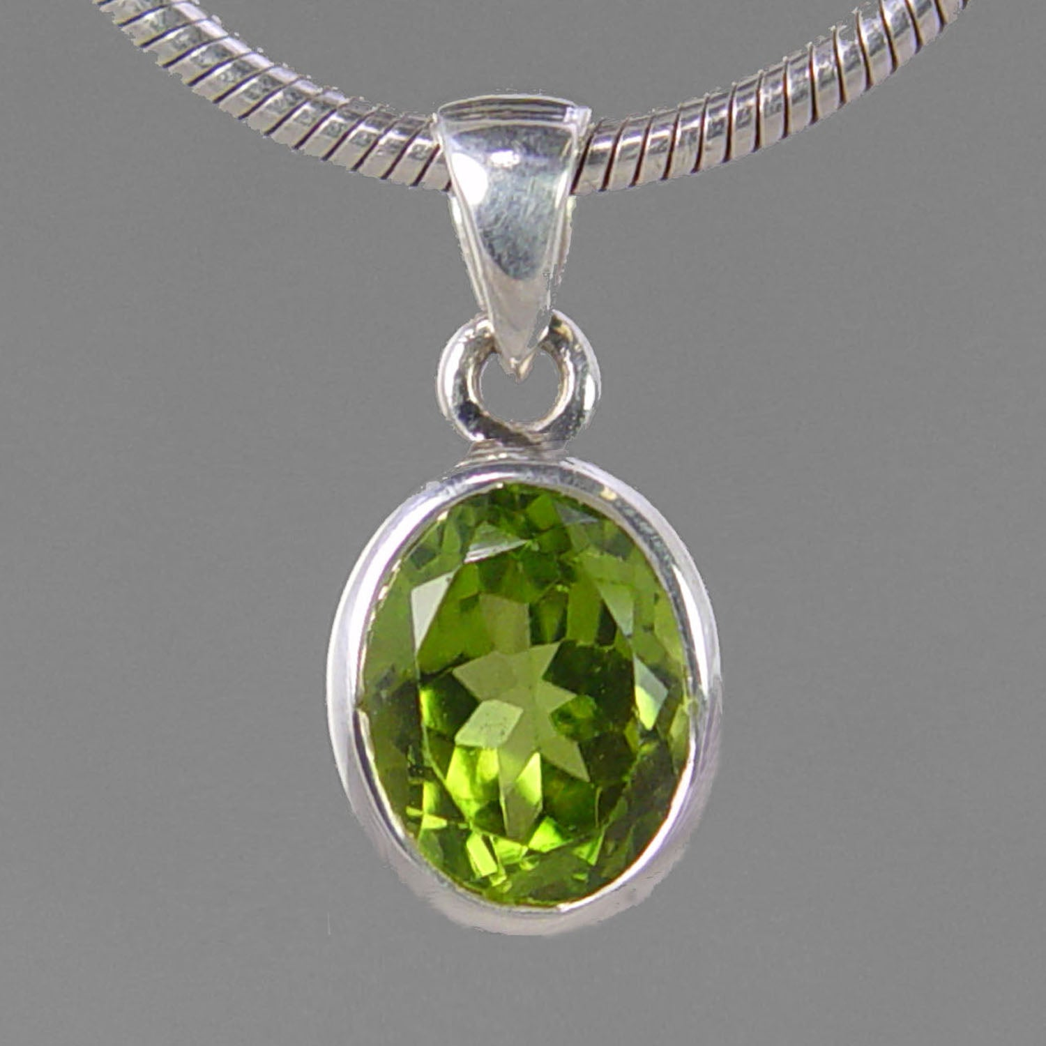 Peridot 4.35 ct Faceted Oval Bezel Set Sterling Silver Pendant