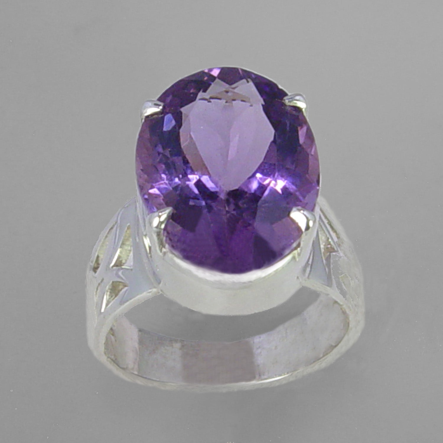 Amethyst 12 ct Faceted Oval Sterling Silver Ring, Size 7