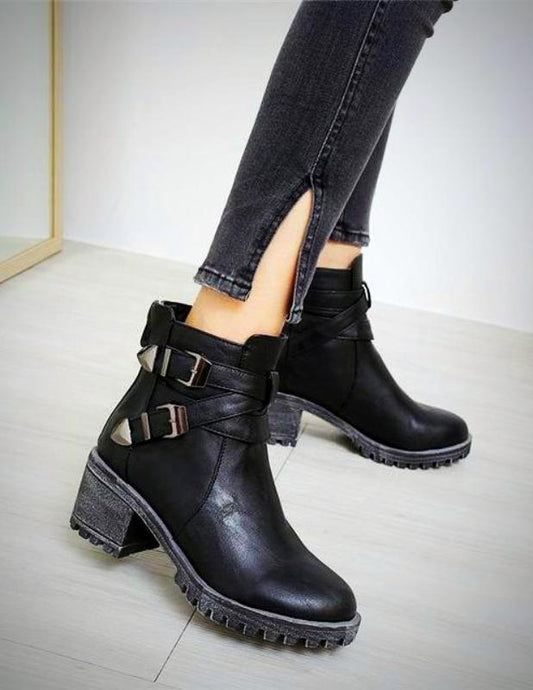New medium-heeled boot with buckles on the sides. - XHIARA