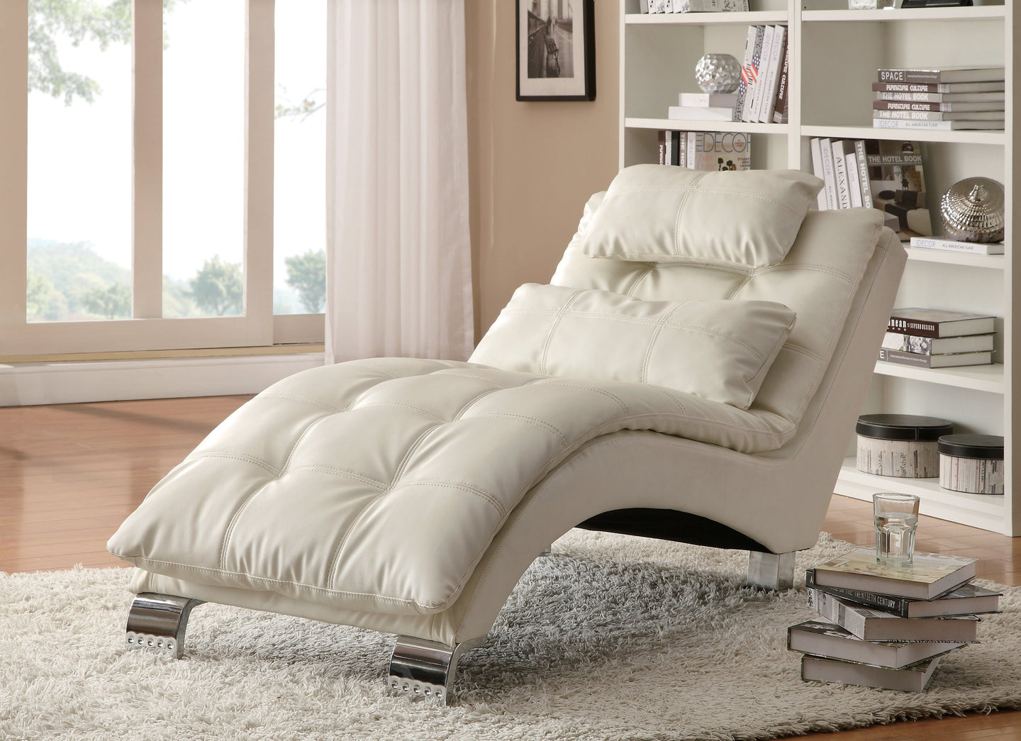 Dilleston White Upholstered Chaise Pillow Top Seat