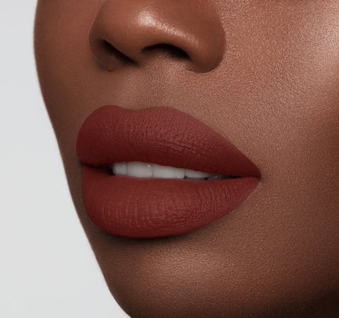 MATTE LIPSTICK - CHEAT ON MODEL
