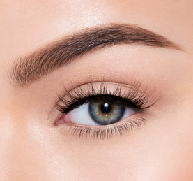 PREMIUM LASHES -  INTRIGUE ON MODEL