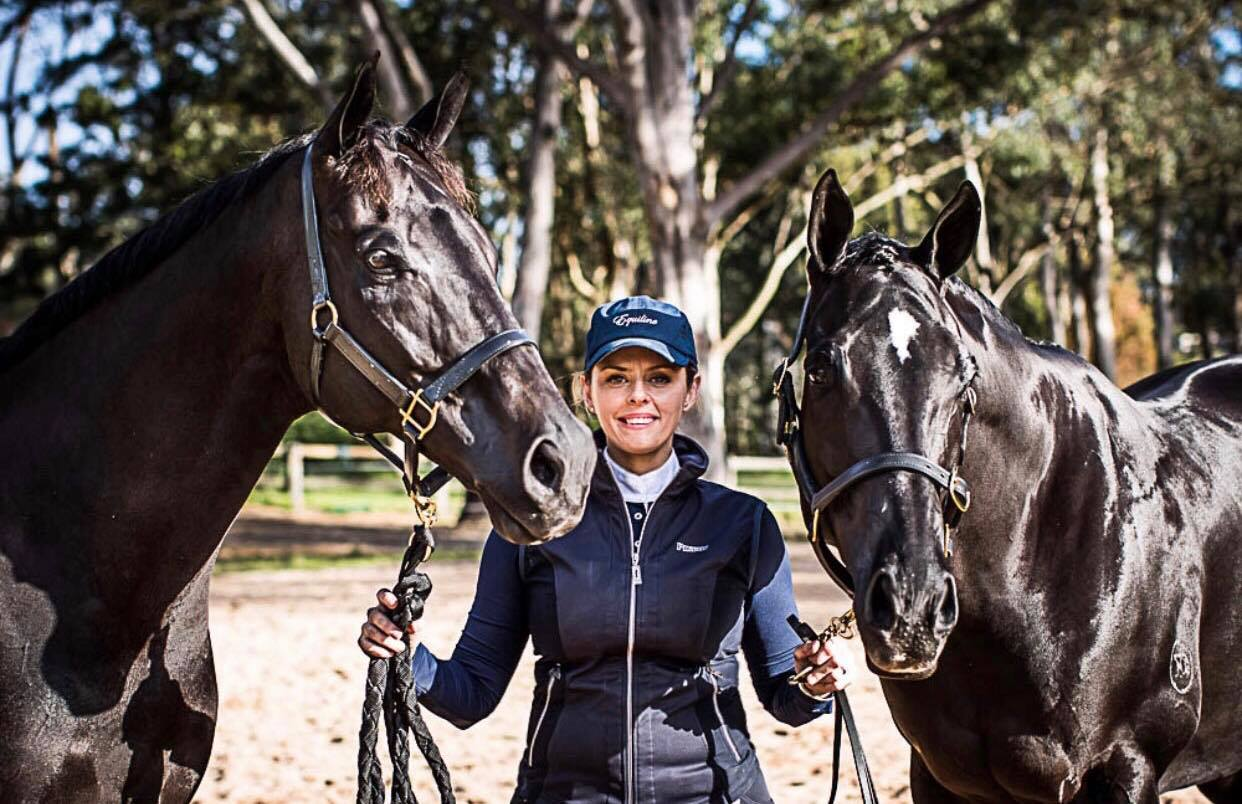 Equimeds-Monique-Mellor-With-Horses