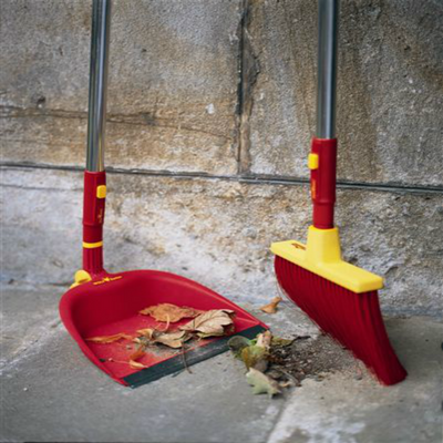 BlueStoneGarden | WOLF-Garten Tools: WOLF Garten Angle Flexi Broom B25M