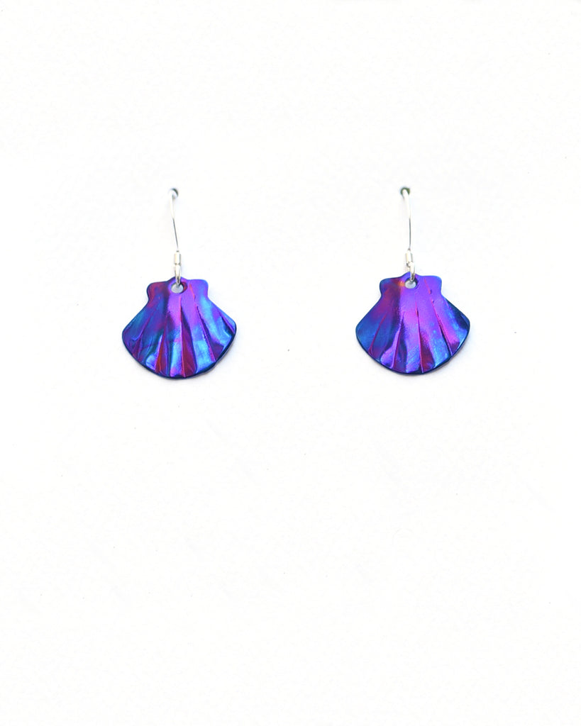 Small Scallop Earrings (3 Colors)