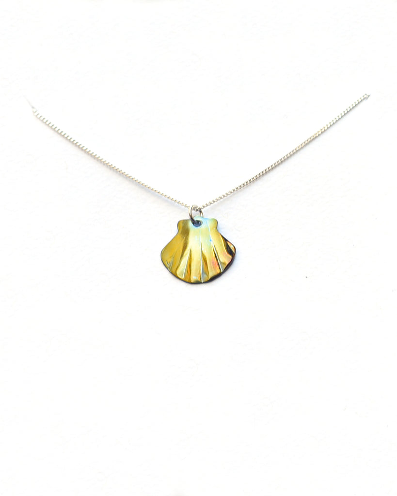 Small Scallop Necklace (3 Colors)