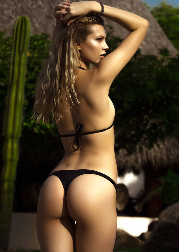 Seamless Cheeky Thong Bikini in Black Shiny