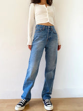 Load image into Gallery viewer, High Waisted Blue Loose Denim Jeans
