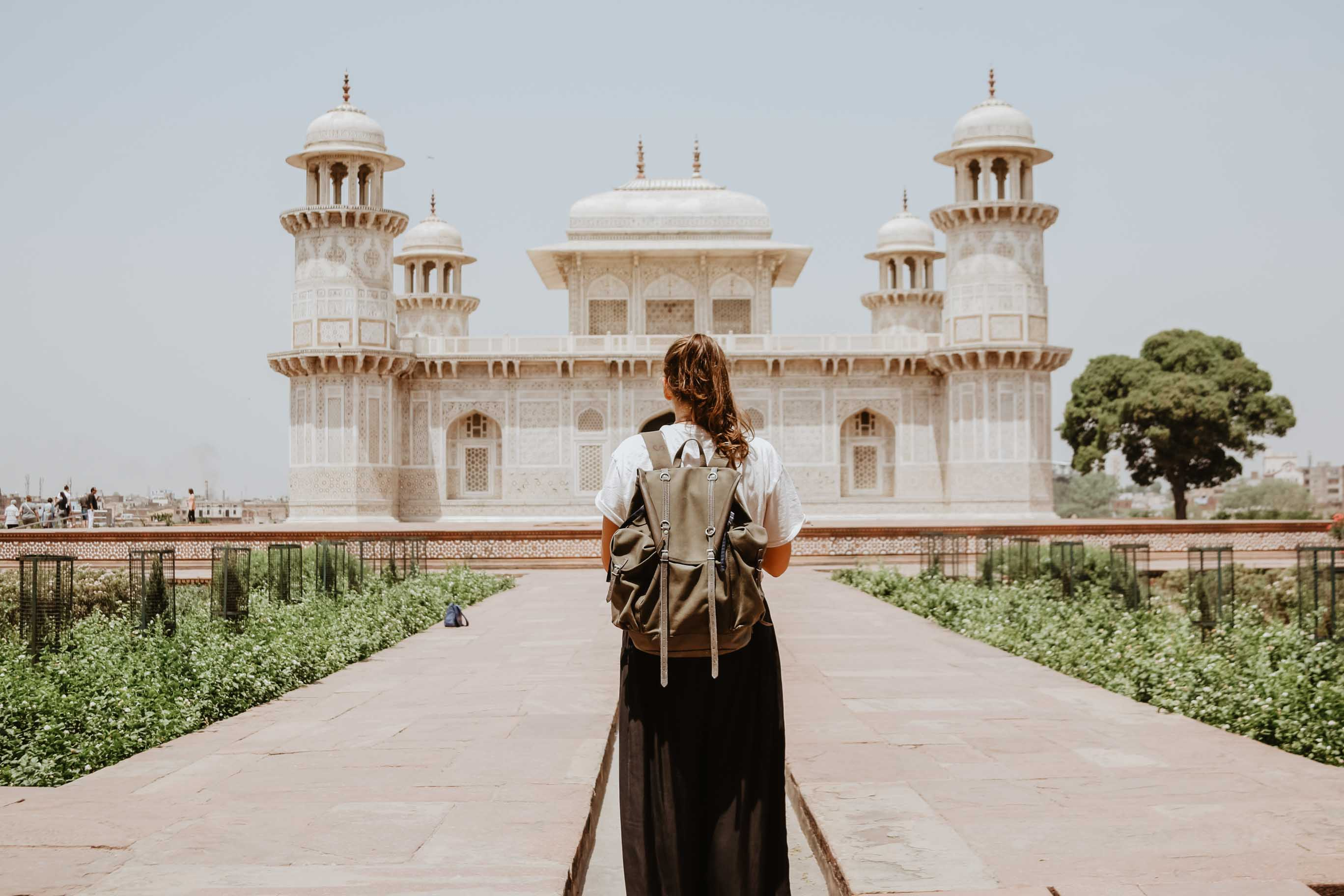 Travelling woman to the taj mahal