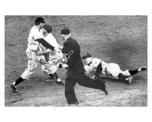 1951 Brooklyn Dodgers NY Giants playoff game , Ed Stanky tags out Peewee Reese as Reese slides into Alvin Dark - NYC