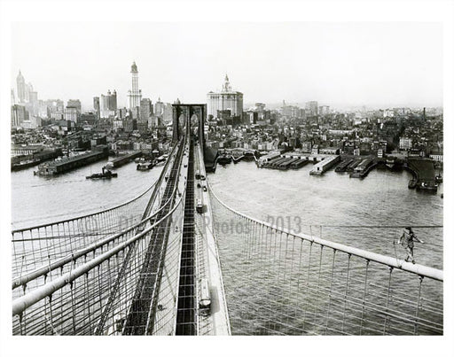 bridge walker on the Brooklyn Bridge Old Vintage Photos and Images