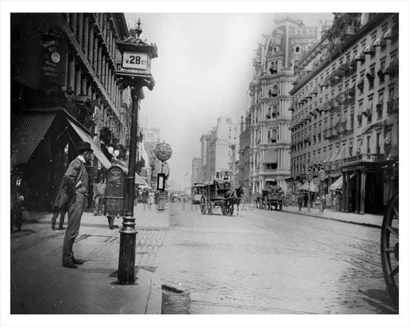 Broadway North facing west 28th Street - Flatiron District - Downtown Manhattan 1896 NYC Old Vintage Photos and Images