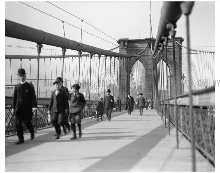 Brooklyn Bridge walkers Old Vintage Photos and Images